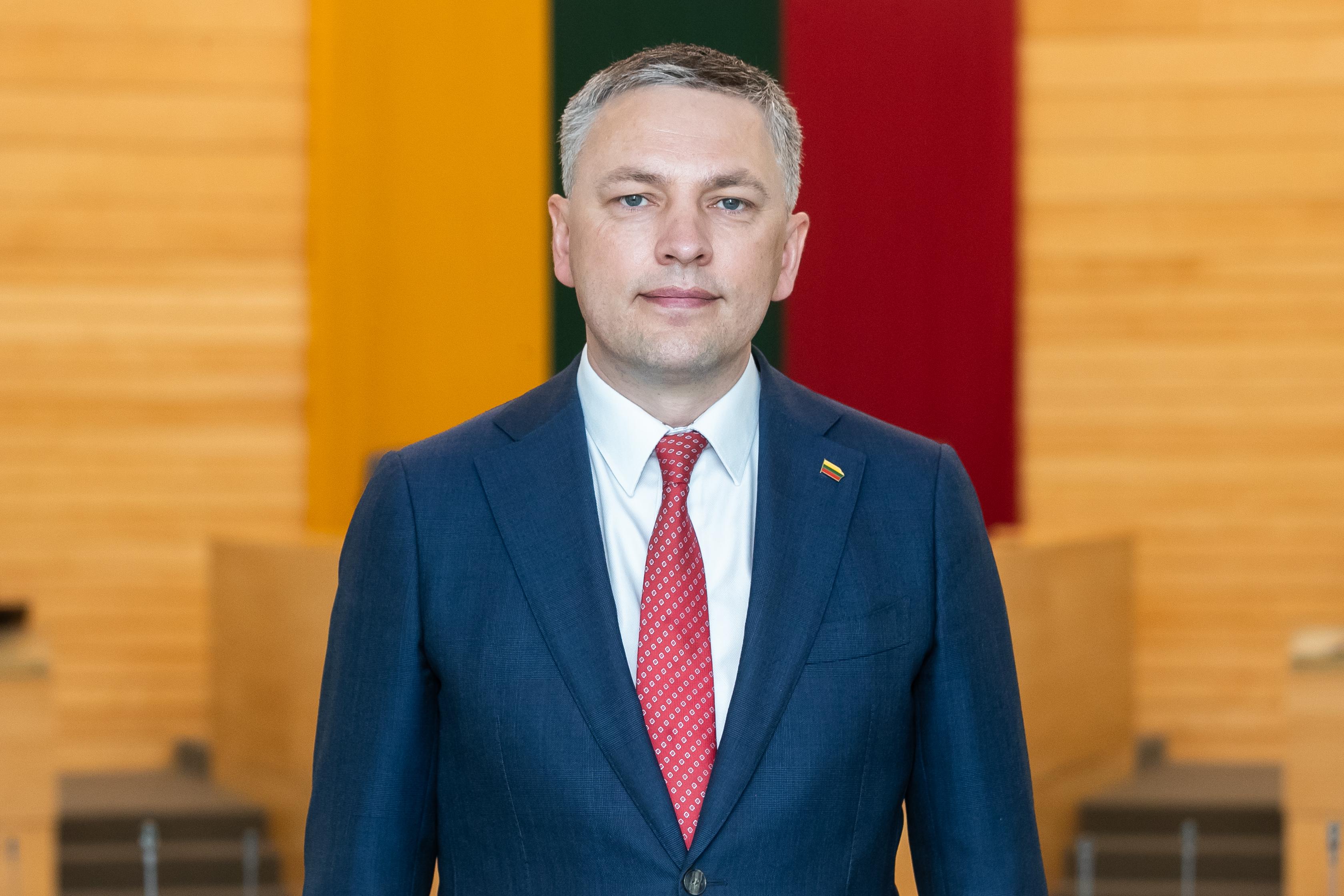 V. Bakas: Lietuvos gynybinių pajėgumų vystymas patikėtas asmenims, kurių veikla yra nesuderinama su šalies nacionalinio saugumo interesais?