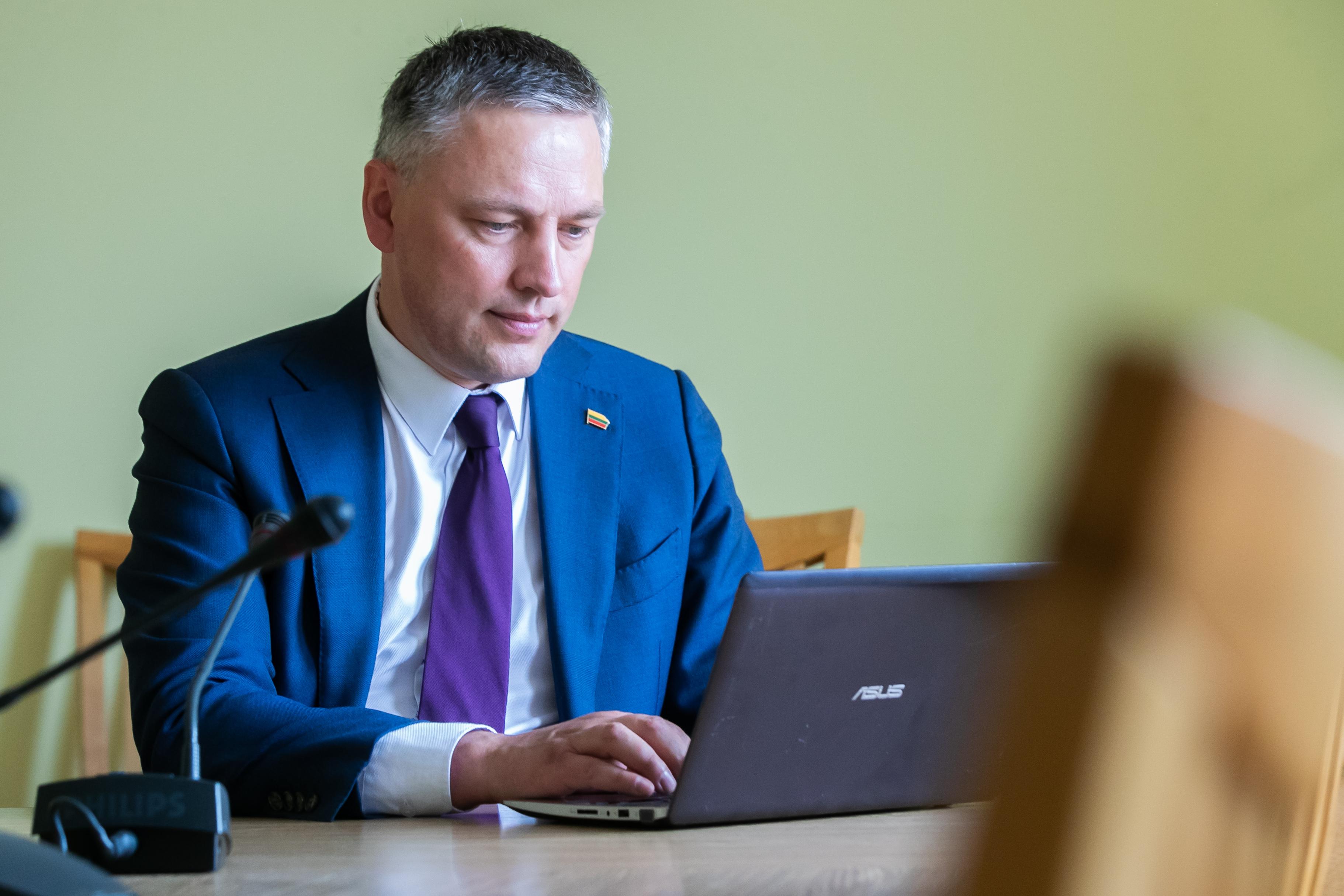 Pradėdamas darbą Seimo Žmogaus teisių komitete V. Bakas pasiūlė įtraukti klausimą dėl žmogaus teisių pandemijos metu